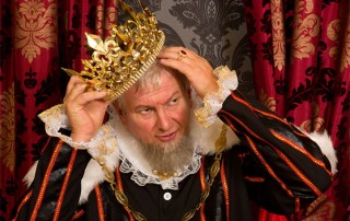 king with headache